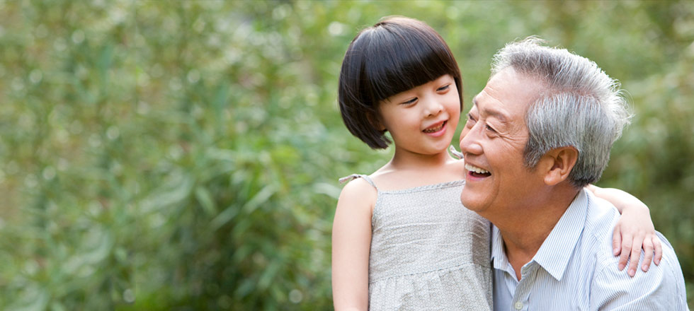 Older man with younger child: Guarantees for your most important asset - your future